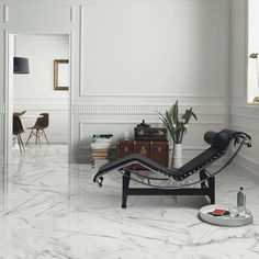 White #marble floors bring elegance and a majestic feeling to any home, like our #Venezia #ceramic #tile series.