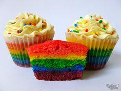 ¡DIA DEL NIÑO!    Cupcakes con masa de vainilla o chocolate cubiertos con buttercream de vainilla.