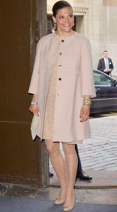 La princesa Victoria de Suecia vive feliz su maternidad sin descuidar la agenda oficial #Royals #Royalty