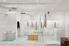 Minimalismo, serenidad y pureza en el diseño interior de esta tienda