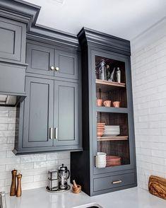 Kitchen Remodeling: Choosing Your New Kitchen Cabinets - Kitchen Remodel Ideas Kitchen Corner, Kitchen Redo, New Kitchen, Kitchen Remodel, Kitchen White, Kitchen Ideas, Kitchen Small, Copper Kitchen Accents, Kitchen Craft