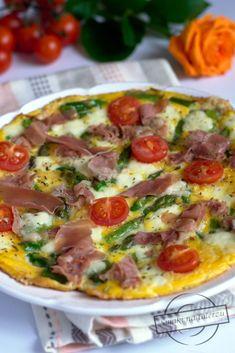 Omlet ze szparagami, mozzarellą i szynką parmeńską Omelet, Hawaiian Pizza, Cheeseburger Chowder, Mozzarella, Quiche, Recipies, Good Food, Brunch, Appetizers