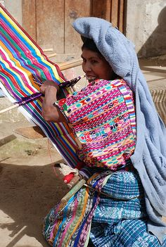 Smiling weaver in Guatemala. I love how her huipil is as colorful as the piece she is working on. Guatemalan Art, Guatemalan Textiles, Maya Design, Rainy City, Higher Art, Sketchbook Drawings, Weaving Textiles, Sketchbook Inspiration, Handmade Dresses