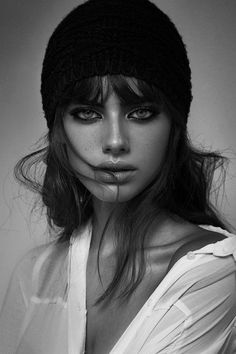 Black and white woman portrait! ★♡★ Black and white woman portrait! Face Photography, People Photography, Amazing Photography, Fashion Photography, Urban Photography, Children Photography, Wedding Photography, Photo Portrait, Female Portrait