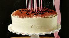 Tiramisu zná v Česku snad každý. Tento italský dezert si zde našel spoustu příznivců. Zkuste ho připravit jako dort, třeba při příležitosti rodinné oslavy.