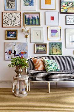 ideas para decorar con cuadros sobre el sof