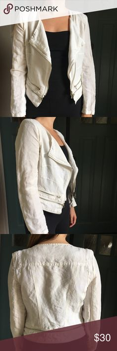 Molio Relio White Cropped Moto Jacket Molio Relio brand white cropped moto jacket with silver zipper details, lined with lace, cotton-linen-like material (missing the materials tag so not sure). Subtle shoulder pads that can be removed if desired. Beautiful and unique jacket perfect for casual day-to-day wear, wear it to work with slacks, or wear it for a night out! Zippers can be a little tricky but they are all fully functioning! Size Small. Molio Relio Jackets & Coats
