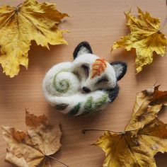 I recently made this leaf detailed snow fox brooch as a custom order 🍃    #snowfox #arcticfox #fox #needlefelting #needlefelted #felting #etsy #etsyseller #etsysellersofinstagram #revonvilla #handcraft #nature #etsycustomorder #autumn #fall #kettu #naali #luonto #syksy #käsityö #huovutus #neulahuovutus