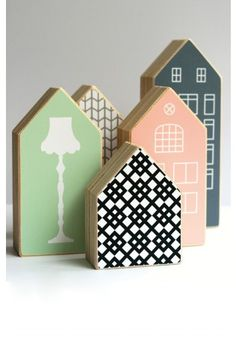 Little houses, wood toy house Small Wooden House, Wooden Houses, Home Crafts, Diy And Crafts, Wood Projects, Craft Projects, Pallet Art, Wooden Crafts, Wood Toys