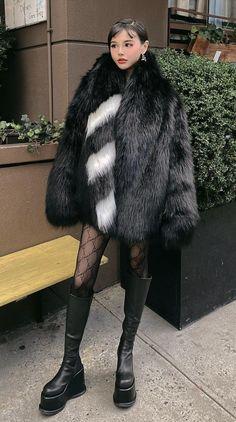 Fur Coats, Fur Fashion, Fox Fur, Furs, Photo Shoot, Favorite Things, Asian, Inspired, Clothing