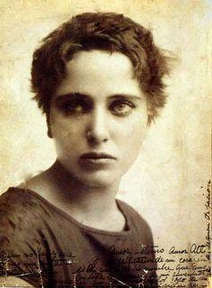 NAHUI OLLIN, LA SENSUALIDAD VOLCANICA Por Antonio Esquivel Rivera En la década de los años veinte fueron múltiples voces las que s...