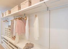 Popular Ein individuell auf den jeweiligen Raum angepasster begehbarer Kleiderschrank ist ein Unikat das handwerklich
