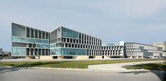El 25 deseptiembre se inaugura oficialmente el Palacio de Congresos y Hotel de Palma de Mallorca. Con sus casi 500 metros de longitud, el edificio monumental está situado sobre una parcela de geometría irregular y muy alargada, estableciendo...