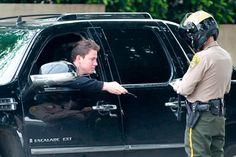 Aunque son personalidades reconocidas, no se salvan de multas y partes por cometer infracciones de tránsito. - KienyKe http://www.kienyke.com/fotoshow/famosos-en-problemas/#