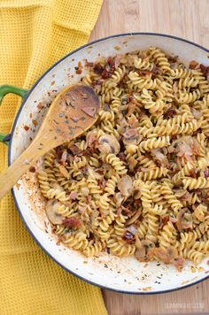 Slimming Eats Bacon, Mushroom and Sun-Dried Tomato Pasta - gluten free, dairy free, Slimming World and Weight Watchers friendly Pasta Sauce Recipes, Pasta Dinner Recipes, Easy Pasta Recipes, Pork Recipes, Diet Recipes, Lunch Recipes, Chicken Sausage Pasta, Bacon Pasta, Bacon Stuffed Mushrooms
