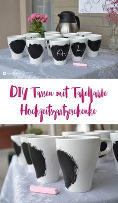 DIY Tassen mit Tafelfarbe als Hochzeitsgastgeschenk gestalten, DIY Idee für Hochzeiten