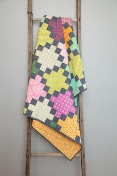 Create a beautiful quilt designed by Amy Gibson! The Irish Chain: Granny Squares Quilt Kit uses fabric that are hand-picked by Amy from Rowan and Free-Spirit fabric collections! Make you're captivating Granny Squares quilt today! Quilting Projects, Quilting Designs, Sewing Projects, Quilting Ideas, Nine Patch, Patch Quilt, Quilt Blocks, Quilt Kits, Scrappy Quilts