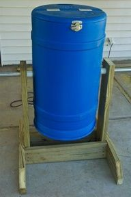DIY Spinning Composter. I am making Brett make this for me.