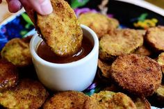 From Ree Drummond - The Pioneer Woman making zucchini zircles with a sweet dipping sauce that she remembered from Hamburger Hamlet The Pioneer Woman, Pioneer Woman Recipes, Pioneer Women, Ree Drummond, Quesadillas, Spaghetti Squash, Chicken Spaghetti, Chicken Alfredo, Hamburgers