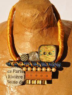 collana stoffa colore oro con medaglione di vari di comivishop