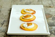 Easy fruit appetizers with goat cheese and honey