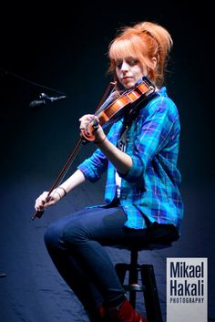 Her outfit here is soooooo cute!!! #lindseystirling