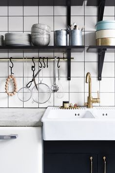 theresewinberg_kitchen_black cabinets_ceramic sink_concrete counter top