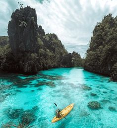 Think the most beautiful place on earth is the Maldives? A piece of paradise that's miles away from the hectic bustle of Manila, Palawan is simply perfect. El Nido Palawan, Best Poses For Pictures, Girl Pictures, Wallpaper Travel, Beautiful Islands, Beautiful Places, Cute Photo Poses, Palawan Island, Nature