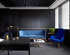 Inspired by world-class luxury lounges, Melbourne design studio Mim Design has created a modern office space for the international developer Landream. Interior Design Blogs, Australian Interior Design, Corporate Interiors, Office Interiors, Corporate Offices, Mim Design, Workplace Design, Luxury Sofa, Home Office Decor