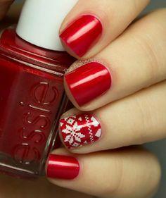 Uñas rojas con estampado de navidad