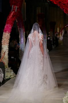 23616f301cd9 Ball gown princess Wedding dress and long bridal veil | Reem Acra takes us  to Church