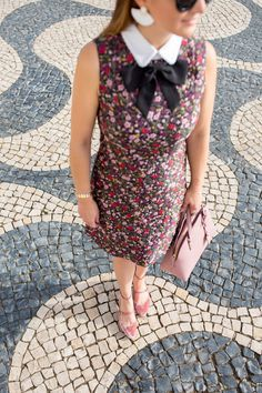 Jennifer Lake Style Charade in a Kate Spade Boho floral jacquard dress, Sam Edelman Lulie velvet pumps, and a blush Kate Spade bag in Cascais Portugal Ny Style, Tulle Bows, Jacquard Dress, Work Casual, Dress Me Up, Girly Girl, Fashion Looks, Dresses For Work, Boho
