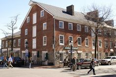 This amazing building in Old Town of Alexandria, Virginia.has a Starbucks in it. There's one in the Forbidden City of Beijing too. Alexandria Hotel, Alexandria Virginia, Old Town Alexandria, Virginia Usa, Northern Virginia, Beautiful Places To Live, Amazing Buildings, Vacation Trips, Old Houses