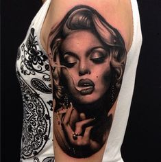 Thinking of getting Marilyn Monroe tattoo inked on yourself? Take a look at some of the best Marilyn Monroe tattoos around the internet. Marylin Monroe, Marilyn Monroe Smoking, Marilyn Monroe Portrait, Smoke Tattoo, Chicanas Tattoo, Tattoo Blog, Tattoo Girls, Girl Tattoos, Tattoos For Guys