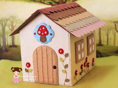 Erica Catarina: Uma casinha para contar histórias... ♡ Easy Diys For Kids, Diy For Girls, Diy For Teens, Felt Crafts, Diy And Crafts, Crafts For Kids, Diy Toys Sewing, Felt House, Doll Carrier