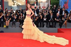 Shop for Venice Film Festival Dresses. Buy Strapless Tiered Tulle Eleonora Carisi Dress 2016 Venice Film Festival With Sash And Train at cheap price. Venice Film Festival, Red Carpet Gowns, Festival Dress, Festival 2016, Glamour, International Film Festival, Italian Fashion, Red Carpet Fashion, Yellow Dress