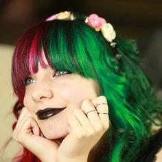 Esta dama que le da alegría navideña a todo el año.   28 Chicas que combinaron perfectamente el cabello teñido