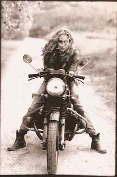 una-lady-italiana:  Femme à la moto - Frances Nori . 1990.