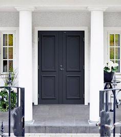 Den här är en Svea tät pardörr. Visst är den snygg i grått? #ytterdörr #dörr #diplomatdörrar #dörrar