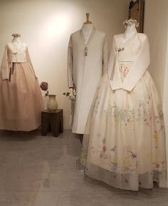 Our haute couture, beautiful The Dan Hanbok. Made just for you, for your special day. Korean Traditional Dress, Traditional Fashion, Traditional Dresses, Cute Casual Outfits, Stylish Outfits, Hanbok Wedding, Modern Kimono, Girl Fashion, Fashion Outfits