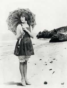 Lila Lee. 1920s bathing beauty.