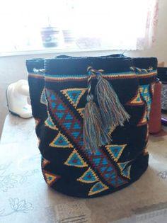 Мочила (Mochila) – традиционная сумка колумбийских индейцев ручной работы. Вязать этническую сумочку собралась добрая половинка Осинки. Думаю, не стоит перечислять длинный список мастериц, потому ка … Throw Pillows, Boho, Backpack, Toss Pillows, Cushions, Decorative Pillows, Bohemian, Decor Pillows, Scatter Cushions