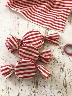 Diy Christmas Garland, Christmas Ornament Crafts, Diy Garland, Christmas Candy, Homemade Christmas, Christmas Projects, Holiday Crafts, Christmas Holidays, Diy Christmas Tree Decorations