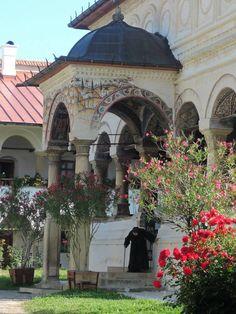 Hurez monastery, UNESCO, www.romaniasfriends.com Bucharest, Eastern Europe, Homeland, Castles, Places To See, Countryside, Taj Mahal, Beautiful Places, Anna