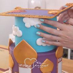 Doll Cake This cake decoration is so precise, I love it! Credit: cake decoration is so precise, I love it! Cake Decorating Techniques, Cake Decorating Tutorials, Fondant Cakes, Cupcake Cakes, Cupcakes, Jasmine Cake, Jasmine Birthday Cake, Jasmine Jasmine, Disney Jasmine