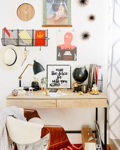 Star Wars desk decor | Channel the Force to create a chic, modern office with Star Wars stationery and Target style. | [ http://di.sn/6006BhtmY ]