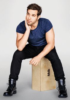 """Pitch Perfect 2's Skylar Astin Loves """"The Bachelor"""""""
