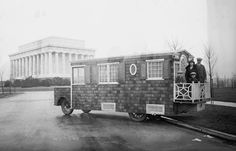 Vintage Photos of 12 Crazy Wooden Homes on Wheels From the Early Century ~ vintage everyday Vintage Rv, Vintage Trailers, Vintage Photos, Vintage Motorhome, Vintage Campers, Vintage Travel, German Houses, Pop Up Trailer, Cool Campers