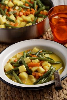Curry de légumes vegan au lait de coco - Expolore the best and the special ideas about Budget cooking Healthy Meals For Two, Healthy Eating Recipes, Healthy Meal Prep, Vegetarian Recipes, Vegetarian Who Eats Fish, Vegan Recipes Beginner, Vegetable Curry, Clean Eating Diet, Cooking On A Budget