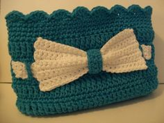 Free Pattern by Crochet Cricket. Little Lady Handbag with Bow.